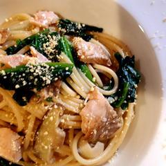 鮭とほうれん草のスパゲッティーニ