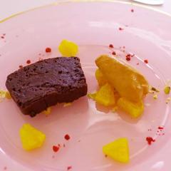 チョコレートとスパイスの温製テリーヌ