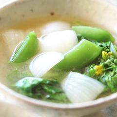 菜の花、スナップえんどう、新たまねぎの味噌汁
