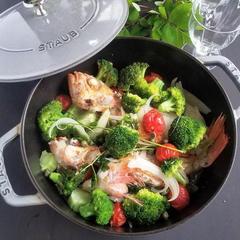 野菜たっぷりブロッコリーとメバルのアクアパッツァ