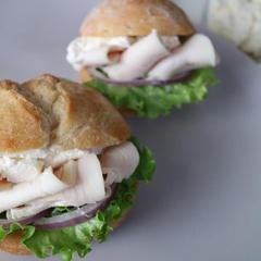 レモンハーブ鶏の絶品サンド