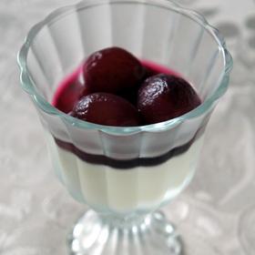 ブランマンジェ 葡萄のコンポートを添えて