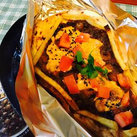 塞き止めポテトとお豆カレーのナンピッツァ