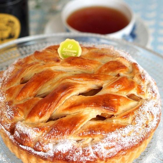 季節の林檎をたっぷりと詰め込んだアップルパイをご紹介!
