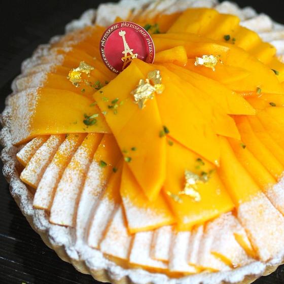 旬のマンゴーをたっぷり使ったタルトをご紹介します。