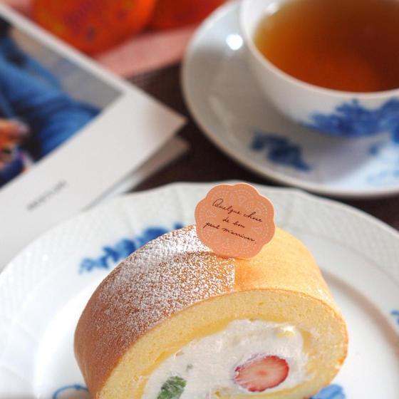 爽やかなレモンスフレロールケーキのご紹介です。