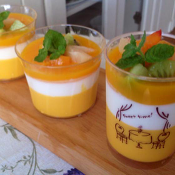 マンゴーとヨーグルトのカップデザート