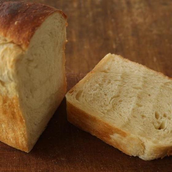 塩と国産小麦・ホシノ天然酵母のみで焼き上げました