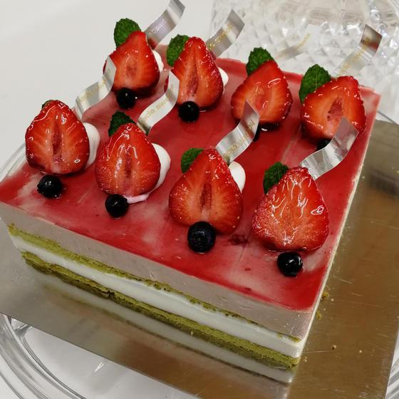 春の苺ケーキ