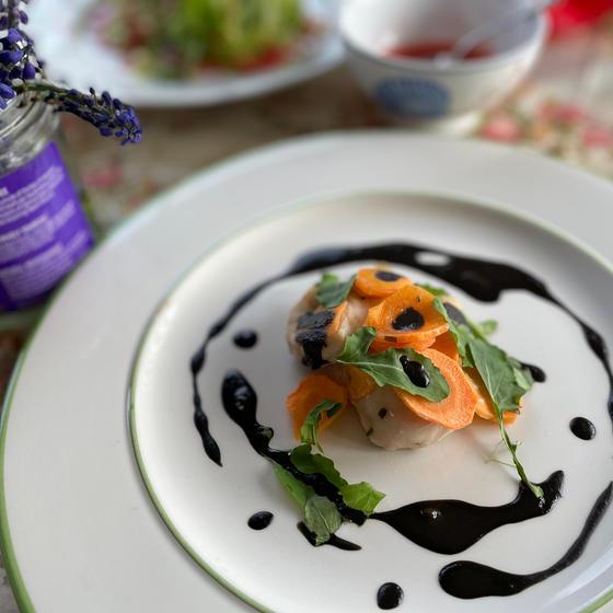 (3) 春人参とチキンのオーブン焼き ニヒルソース