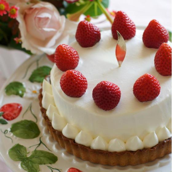 苺のショートケーキ・タルトとラムレーズンとチーズの蒸しケーキ