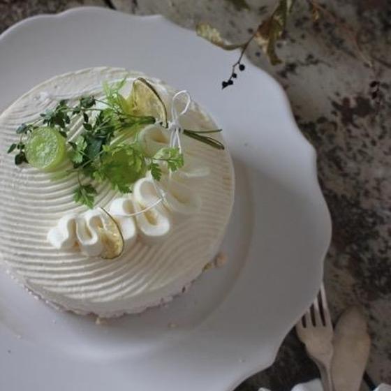 """""""夏の雫"""" マスカットのジュレと白ワインのムースケーキ"""