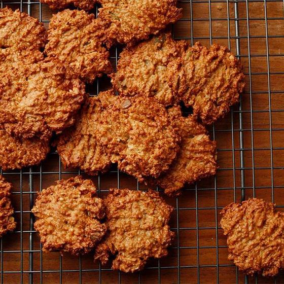 乳製品や卵を使わずクッキーやケーキをお作り頂きます