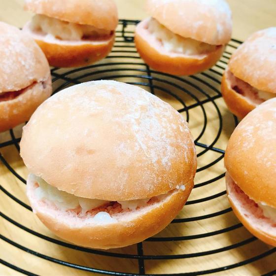 白神こだま酵母で『 イチゴのまん丸パン 』