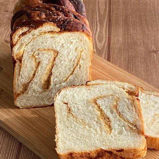 天然酵母 白神こだまで焼く『塩きな粉食パン』