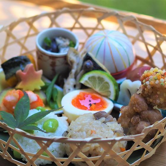 秋の竹籠弁当