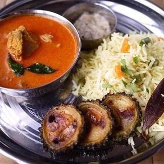 中毒性の高い南インドのやや辛ココナツチキンカレー