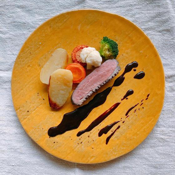 プロから学ぶレストランの味 鴨肉のブルーベリー煮