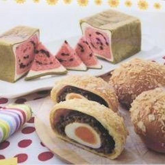 """夏には、夏のパン""""スイカぱんと半熟卵のカレーパン"""""""