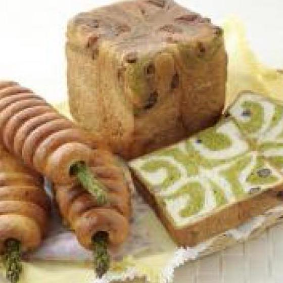 抹茶とかの子豆のうずまき食パンとアスパラベーコンロール
