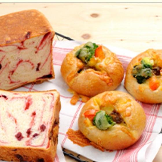 新春マーブル食パンとブラウンシチューぱん