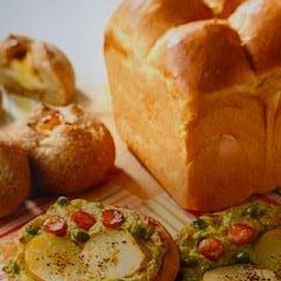 はちみつヨーグルト食パンと春野菜のシリアルフォカッチャと・・