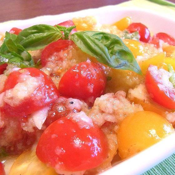 フレッシュトマトのサラダ 玉ねぎドレッシング