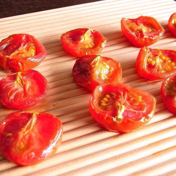 自家製セミドライトマト