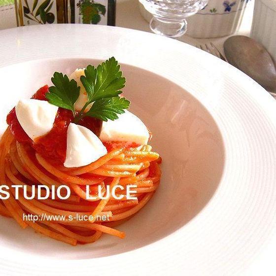 トマトとモッツァレラチーズのフェデリーニ