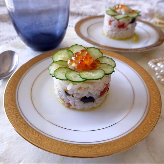 きゅうりとイクラのフラワーライスサラダ