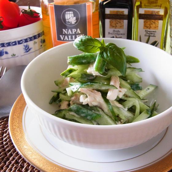 チキンとグリーン野菜のバジルヨーグルトソース