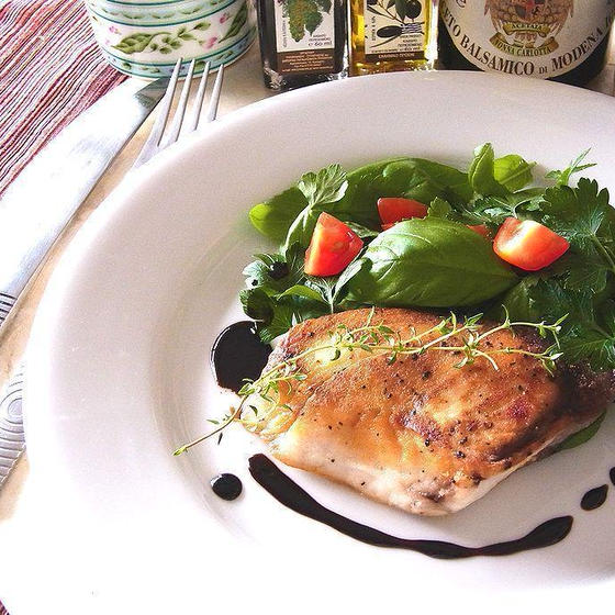魚のバルサミコ風味 ベビーリーフ添え