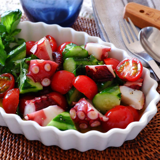 トマトときゅうりとタコのイタリアンサラダ