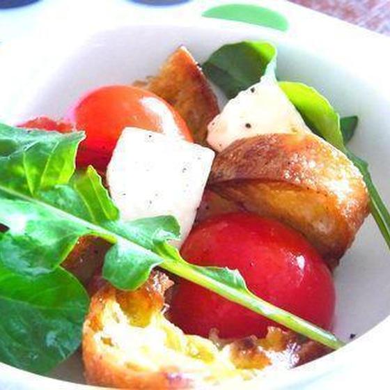 トマト・モッツァレラ・バケットのサラダ