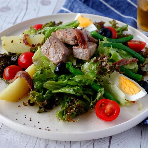 自家製ツナがあれば、サラダも贅沢な一品に!