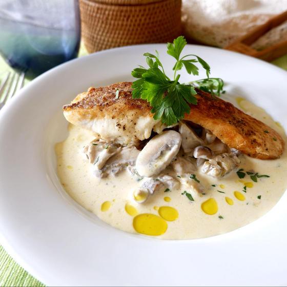 真鯛のポワレ きのこクリームソース