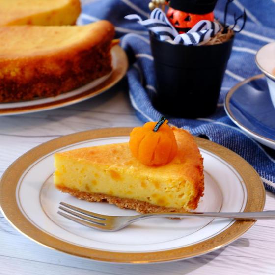ハロウィンパーティーに!かぼちゃが乗ったかぼちゃのベイクドチーズケーキ