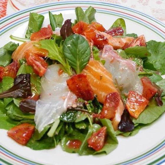カラフルで簡単な野菜料理を作りましょう。