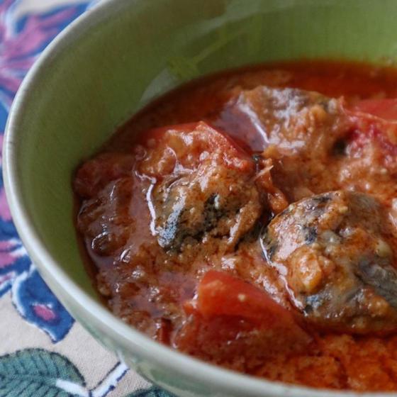 鰯とフレッシュトマトのクリーミーマサラ(ナッツベース)