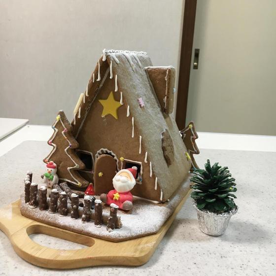 クリスマスの彩り✨ 『クッキーハウス』
