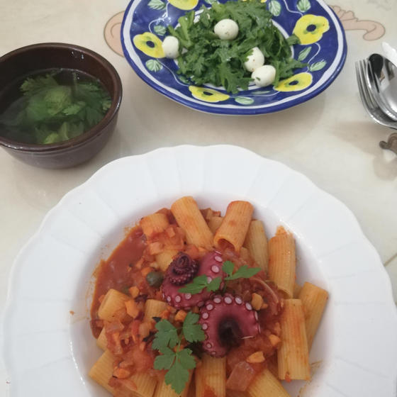 🐙タコのラグー&春菊モッツァレラサラダ&セロリの葉のスープ