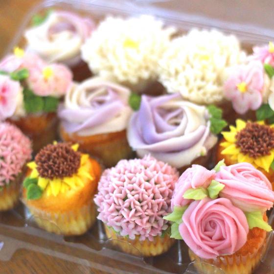 SNSで話題沸騰!アンケーキで簡単なバラのお花絞り