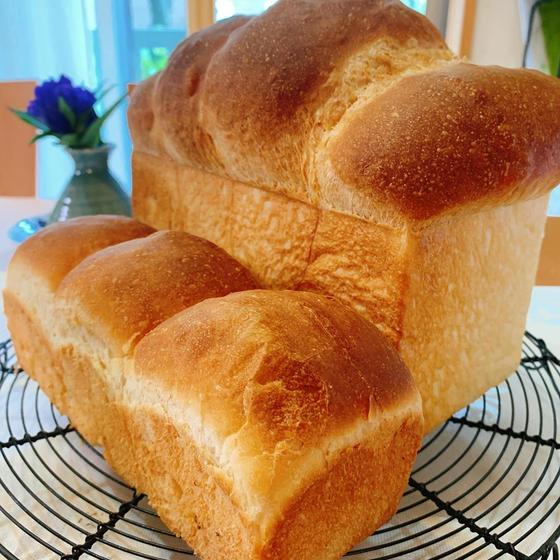 「夢が膨らむ、焼きたて食パンの会」