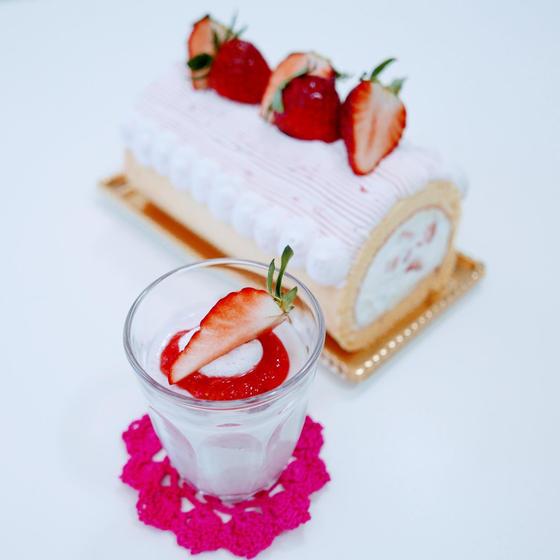 いちごのデコレーションロールケーキといちごミルクプリン♪