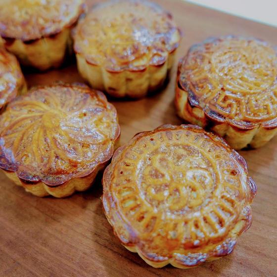 MOON CAKE(月餅)とライチプリン(茘枝布丁)