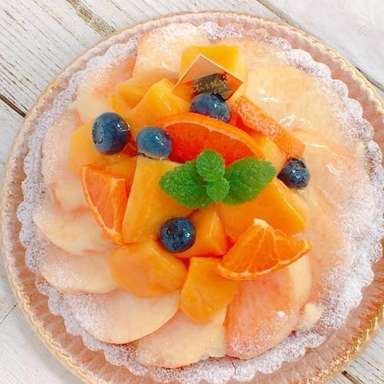 生桃とマンゴーのタルト