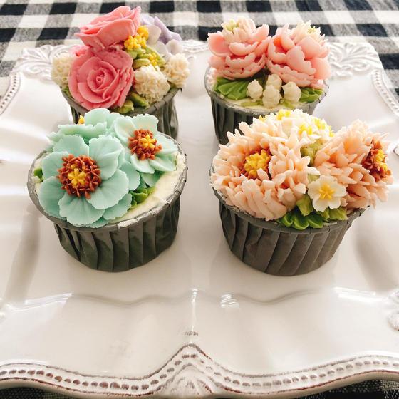 ALA 餡フラワーカップケーキ2