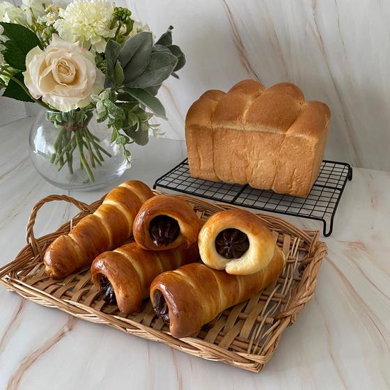 生クリーム食パンとチョココロネ