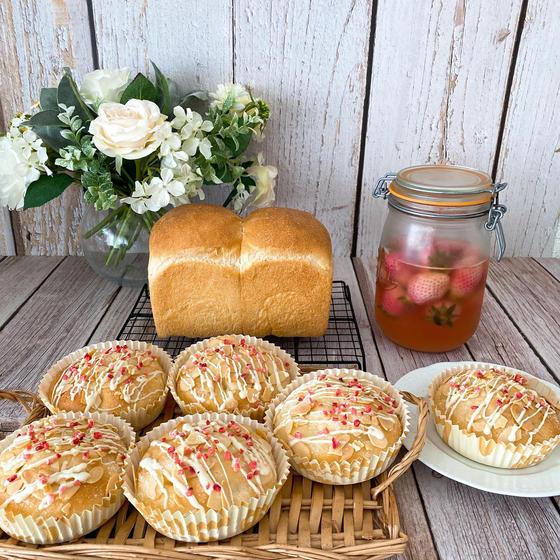 イチゴ酵母食パンとブッタークーヘン
