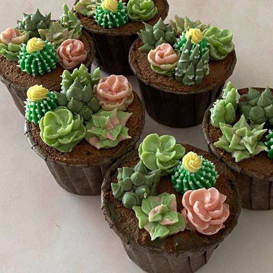 多肉植物餡フラワーカップケーキ